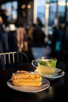 Kuchen und ein Heißgetränk im Coffeeshop - Hungerburg| Foto: Monika Schreiner