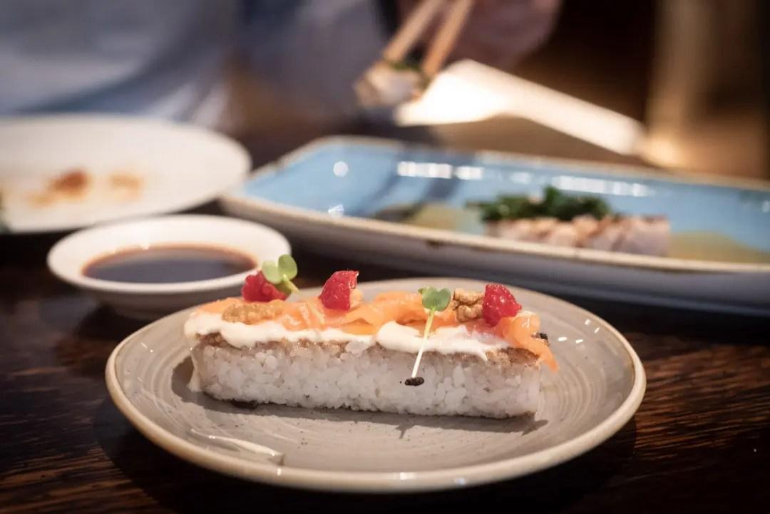 Crispy Rice Bar with Salmon Matsuhisa Munich Mandarin Oriental München - ISARBLOG
