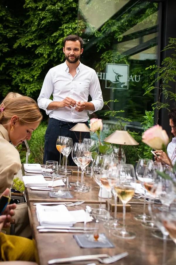 Lukus Spendler stellt uns das Menu im 1804 Restaurant vor