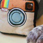Mika will seine Kamera natürlich gleich mal genauer untersuchen