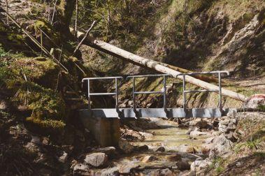 Über sieben... äh... diese Brücke musst du gehen...