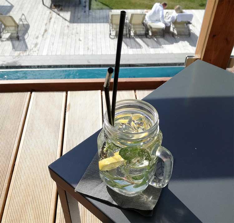 Hotel_Pool_Hugo