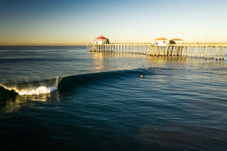 ¿Se pueden pedir mejores condiciones en Huntington Beach? Viento calmo y oleajes constantes prevalecieron por casi toda la jornada del viernes. Foto: ISA / Sean Evans