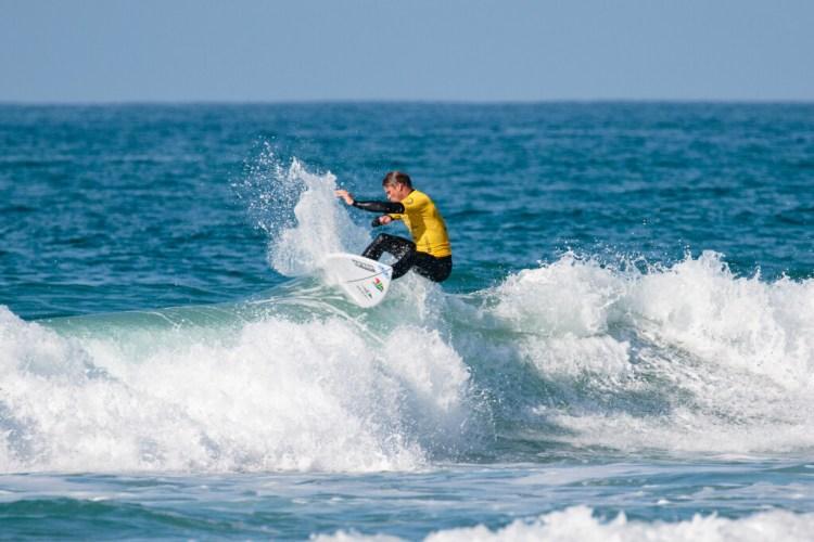 Antony Smyth gana el oro con un surf impresionante para el equipo de Sudáfrica.  Foto: ISA / Chris Grant
