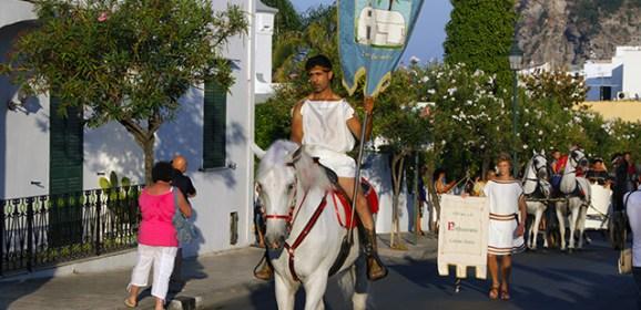 La Festa di Sant'Alessandro, sfilata in costumi d'epoca per le strade di Ischia