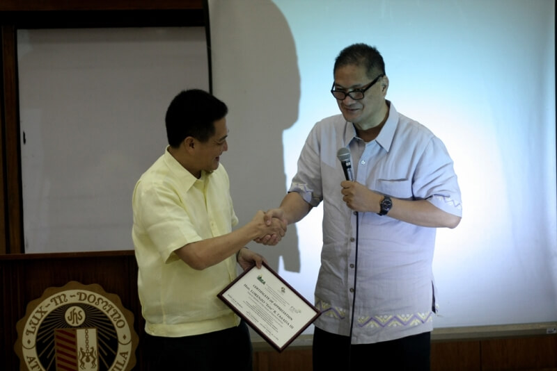ASoG Dean and ISEA Chair Tony La Vina presents a certificate of appreciation to Deputy Speaker Tanada as keynote speaker for the forum and dialogue.