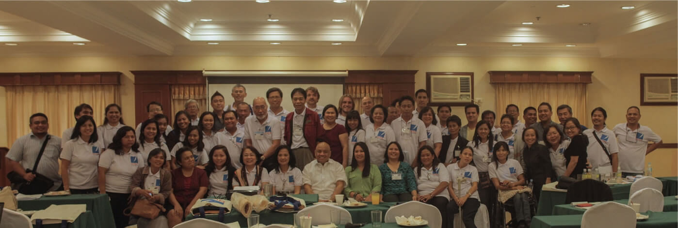 Undersecretary Danilo Antonio of the Presidential Assistant on Rehabilitation and Recovery (PARR) poses with the SERVE Conference participants after their dialogue on Reconstruction Initiative through Social Enterprise (RISE).