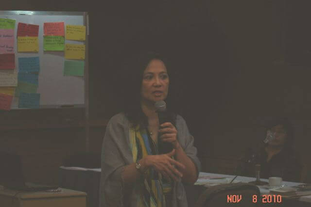 ISEA President Marie Lisa Dacanay delivers the opening lecture on social entrepreneurship and strategy formation.