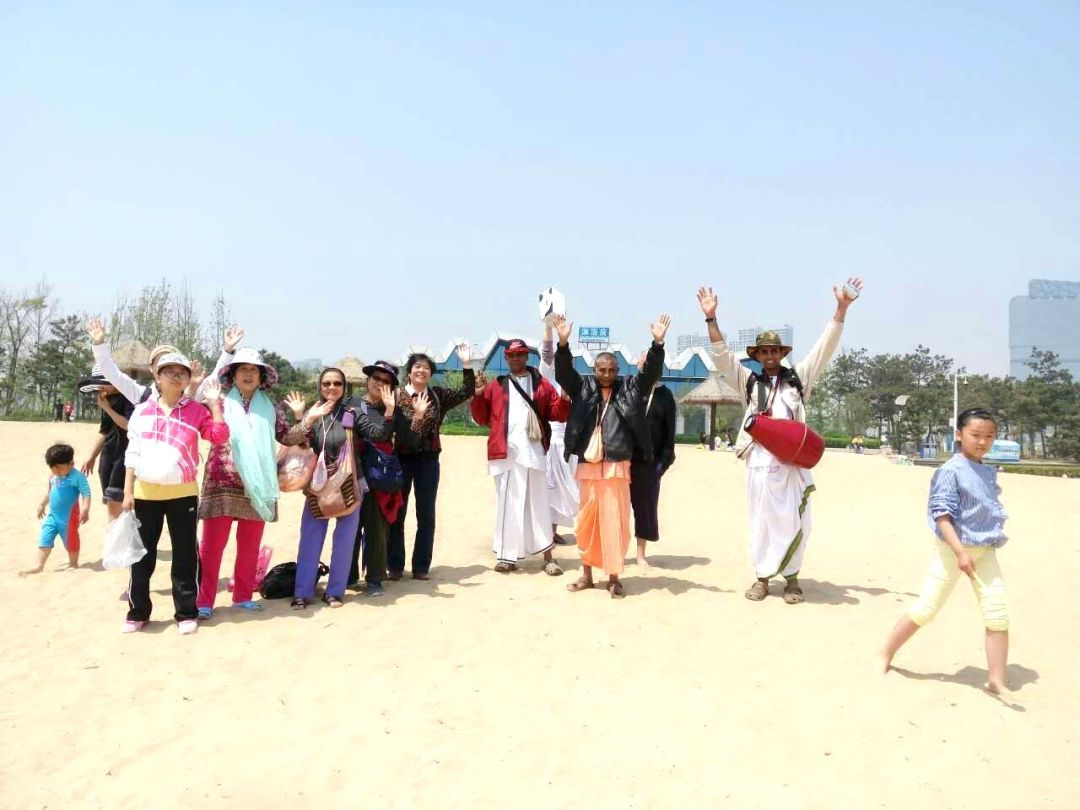 kirtana-qingdao-beach-2