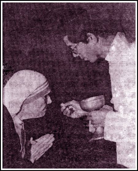 MotherTeresa(holy commuion)