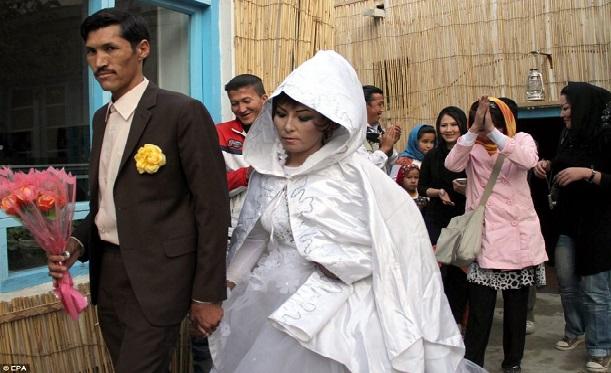 Homme-iranian-ce-mari-avec-sa-fille