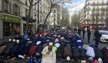 Clichy : prière de rue musulmane appelant à tuer tous les chrétiens !