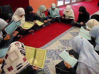 Women are reading Quran in Quran Khawani