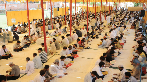 People reading Quran in Quran Khwani