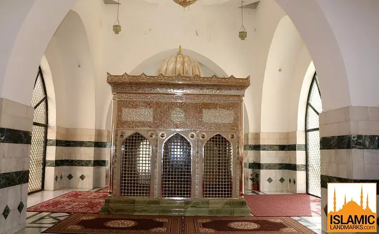 Front view of the tomb of Jafar (may Allah be pleased with him)
