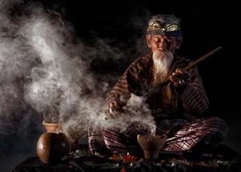 Ciri-ciri Dukun atau Tukang Sihir 1
