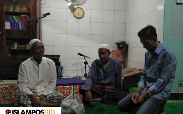 IslamposAid Berbagi Ta'jil di Musholla Saaddatuddaroini, Palembang 1