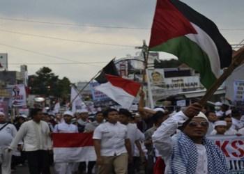 Massa Aksi Bela Palestina di Purwakarta lakukan longmarch. Foto: M Ardiansyah/Islampos