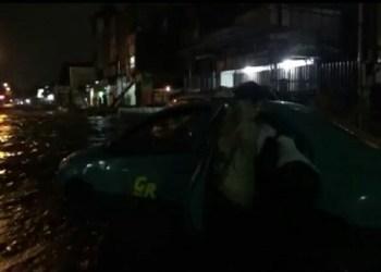 Banjir Pagarsih Kota Bandung Sabtu  (21/4/2018) malam. Foto: Saifal/Islampos