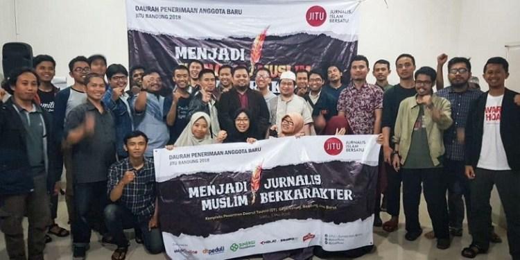 JITU kukuhkan 17 anggota baru dalam acara Dauroh JITU di Kompleks Pesantren Daarut Tauhiid, Bandung, Sabtu (5/5/2018). Foto: JITU