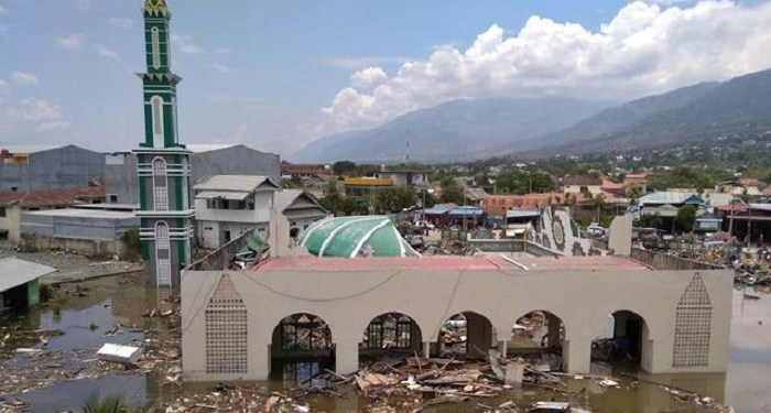 Potret sebuah Masjid di Palu yang terdampak gempa bumi 7,4 SR dan tsunami, Jumat (28/9/2018). Foto: AP Photo