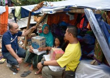Korban gempa Lombok mendapat bantuan. Foto: Aktual