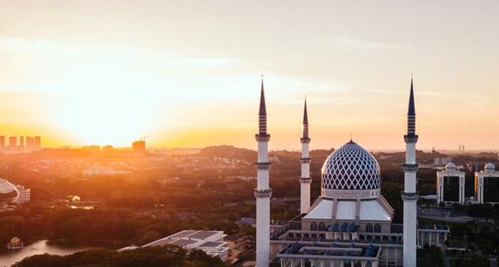 Makan Buah yang Ditanam di Masjid