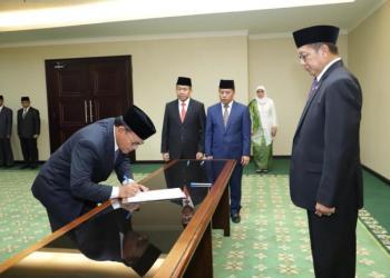 Menag lantik rektor UIII. Foto: Islampos/ Rhio