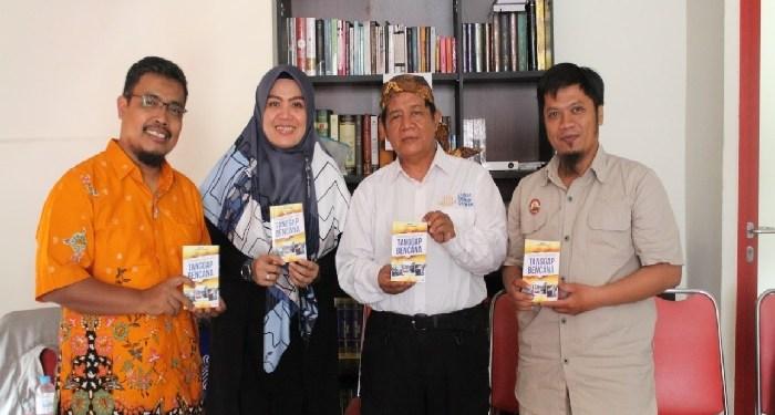 Bedah buku PAnduan Syariah Tanggap Bencana. Foto: Rhio/Islampos