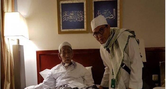 Achmad Baidowi dan Mbah Moen di Mekah. Foto: Tribunnews