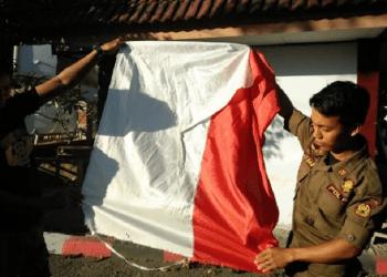Bendera Merah Putih robek di DPRD Bulukumba. Foto: Rakyatku