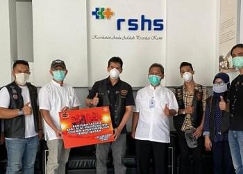HDCI membagikan bantuan untuk menanggulangi wabah Covid-19. Foto: Saifal/ Islampos