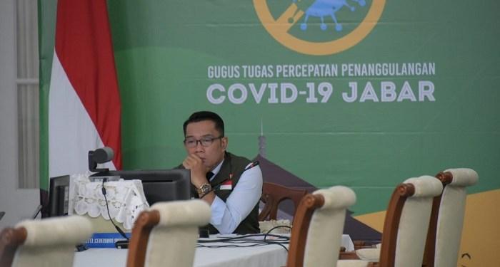 Gubernur Jabar Ridwan Kamil saat mengikuti rapat terbatas via video conference. Foto: Saifal/Islampos