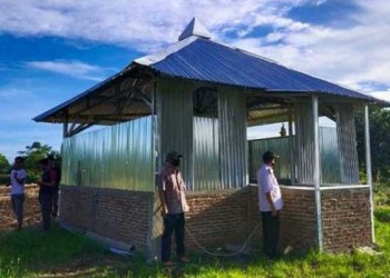 Tempat ibadah yang ditemukan arah kiblatnya ke utara di Desa Pallantikang, Kecamatan Bangkala, Kabupaten Jeneponto. Foto: Terkini.id