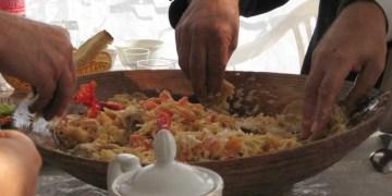 adab makan, makanan yang halal