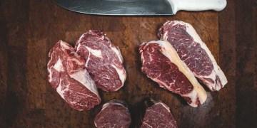 Dampak buruk makan daging sapi . Foto ilustrasi: Unsplash
