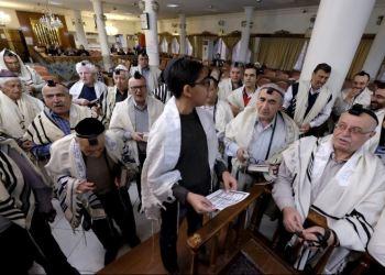 Yahudi Iran memakai Tayalisah. Foto: Iluminasi