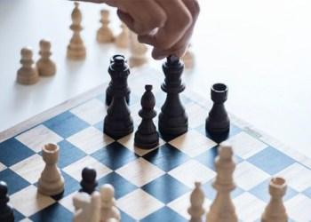 4 Manfaat Ajarkan Permainan Catur pada Anak 1