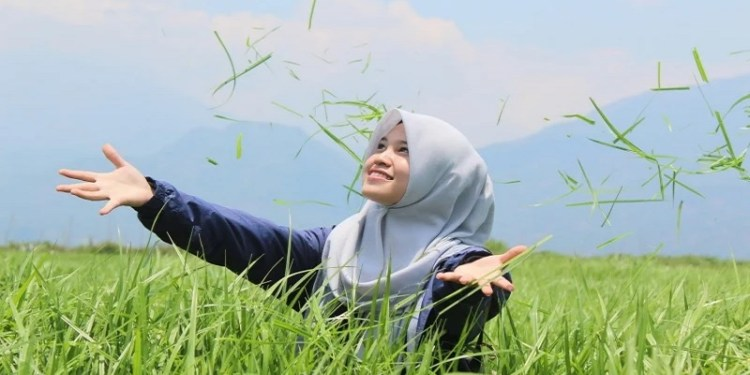 rutinitas pagi hijab rumput ilustrasi perawatan rambut muslimah berhijab