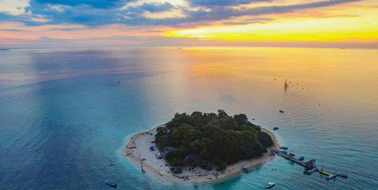7 Pulau Terpencil di Indonesia, Cocok untuk Destinasi Wisata di tengah Pandemi 1