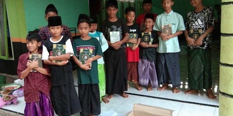 IslamposAid Serahkan 25 Mushaf Al-Quran ke Ponpes Nurud Da'wah 1 Mushaf Al-Quran