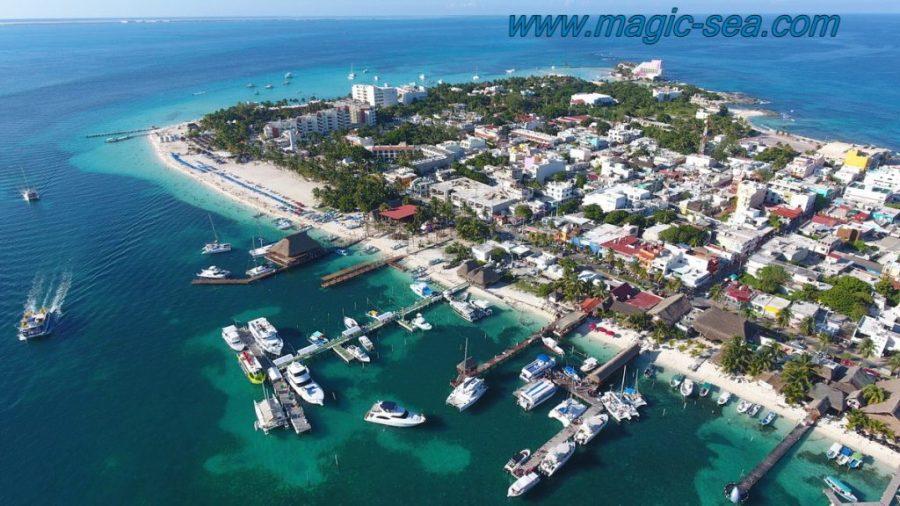 downtouwn Isla Mujeres