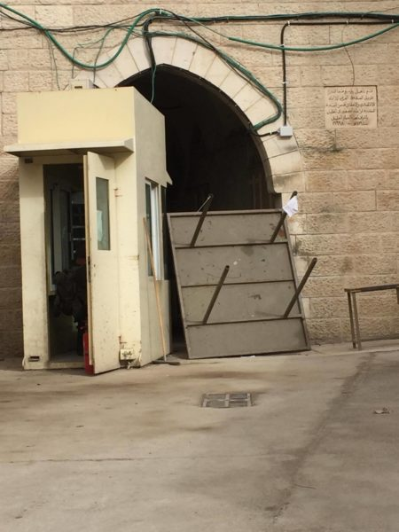 The checkpoint leading to the Ibrahimi Mosque was closed on Wednesday, an barricaded with an upturned table.