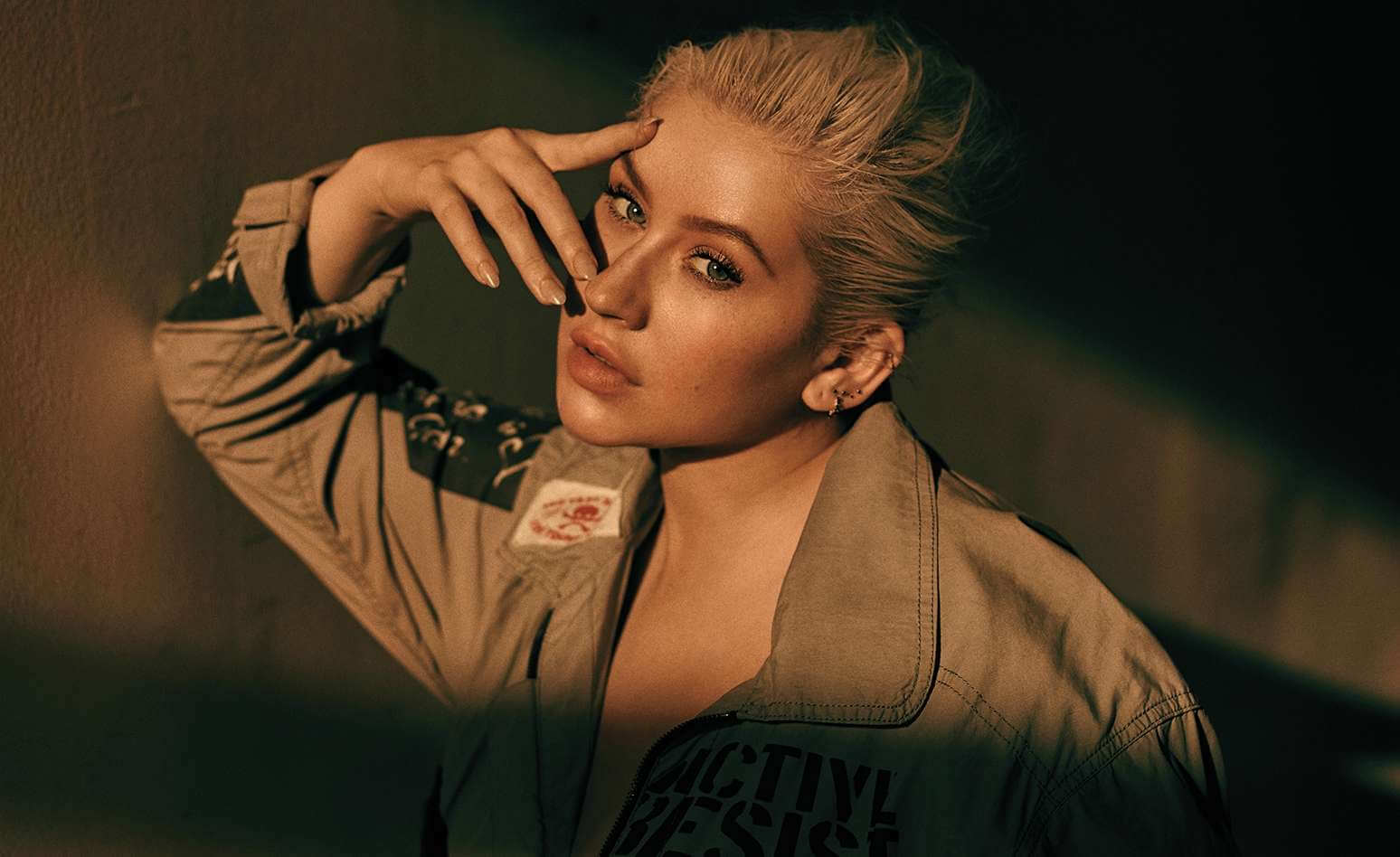 """Christina Aguilera y Demi Lovato crean un himno feminista con el poderoso single """"Fall In Line"""""""