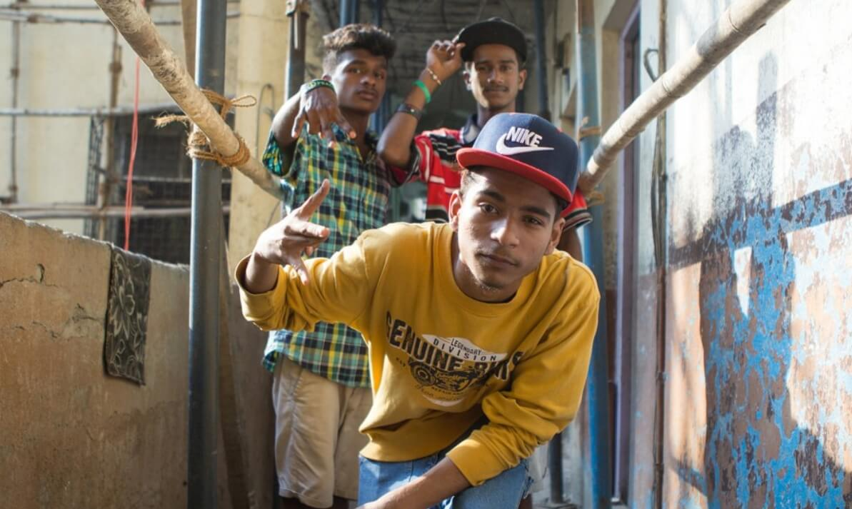 Dharavi Project, la escuela de hip hop que lleva beats y rimas al barrio más grande de la India