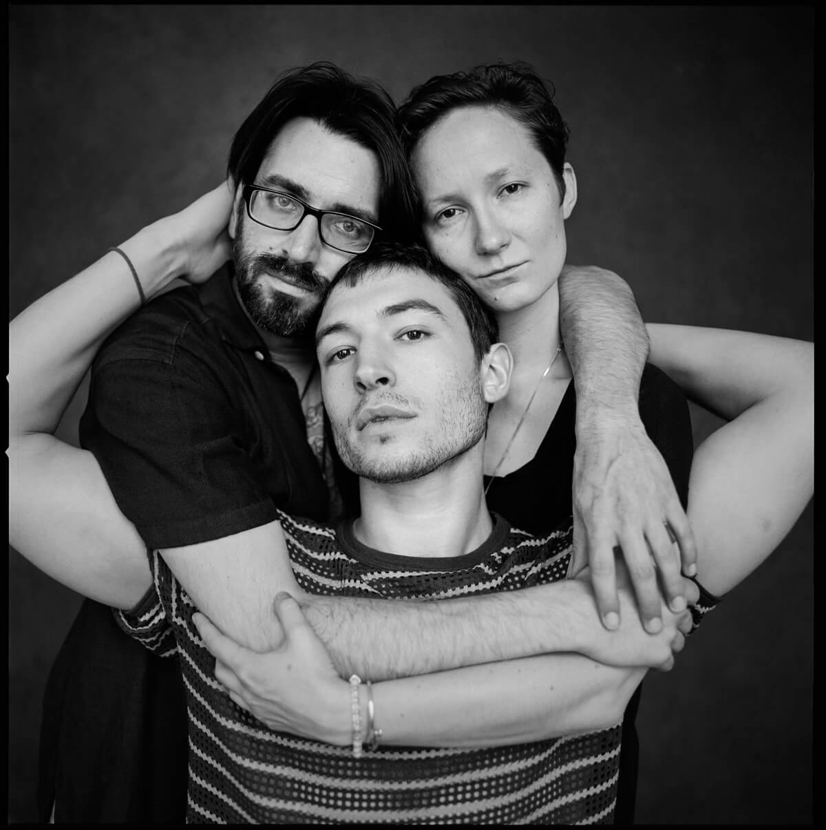 Conoce a Sons of an Illustrious Father, la banda genrequeer y rebelde de Ezra Miller