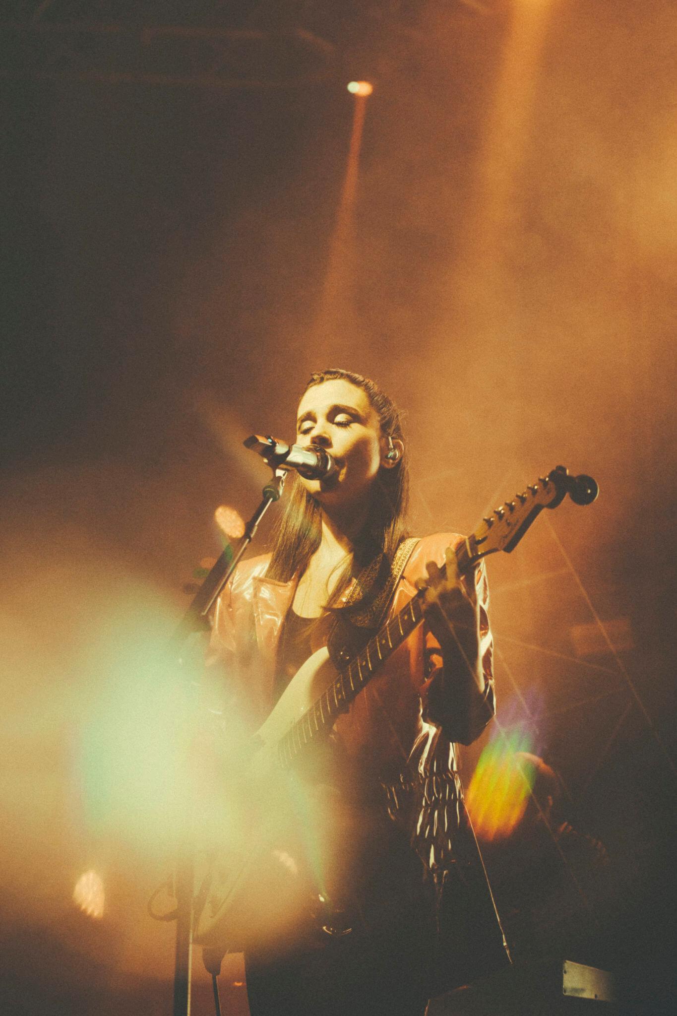 Javiera Mena @ Teatro Caupolicán. Fotografía: Mila Belén x mor.bo