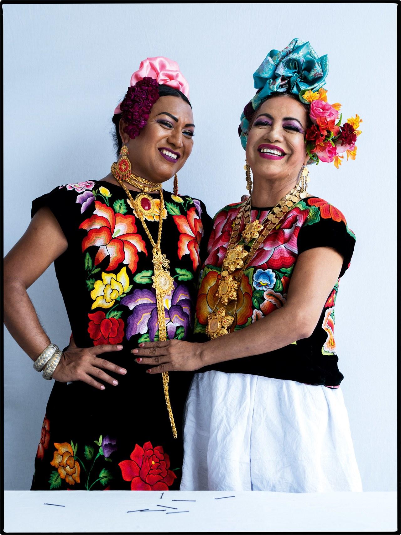 Victoria La Toya López y Felina Santiago. Foto: Tim Walker/Vogue
