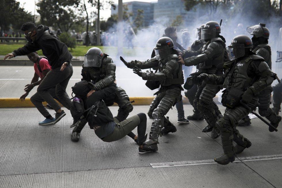 Colombia: El Paro Nacional contra Iván Duque se vivió con cacerolazos, violencia policial y vandalismo