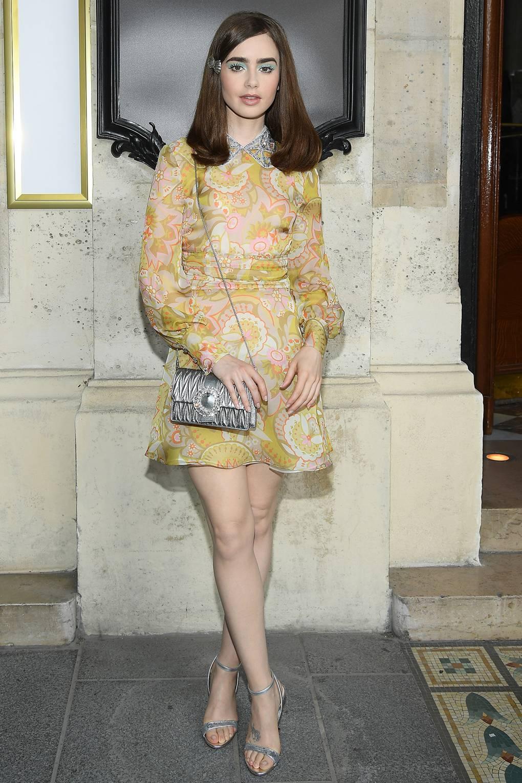 Lily Collins en el Miu Miu Fashion Show. Fotografía: Getty Images
